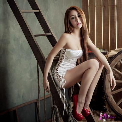 Moira 雪白平口綁繩辣妹角色扮演服
