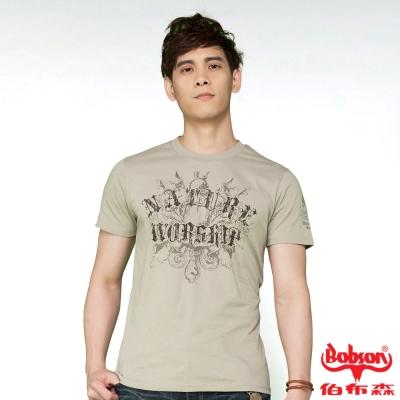 BOBSON 男款合身版印圖短袖上衣(卡其24025-72)