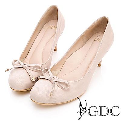 GDC-真皮壓紋蝴蝶結素面OL上班跟鞋-米色