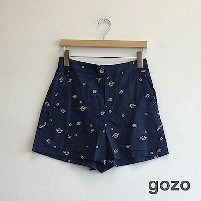 gozo 小行星刺繡棉麻透涼短褲(深藍)