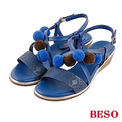 BESO夏豔俏皮 全真皮撞色毛球民俗風楔型涼鞋~藍