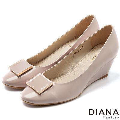 DIANA-超厚切焦糖美人款-素面簡約珠光真皮楔型