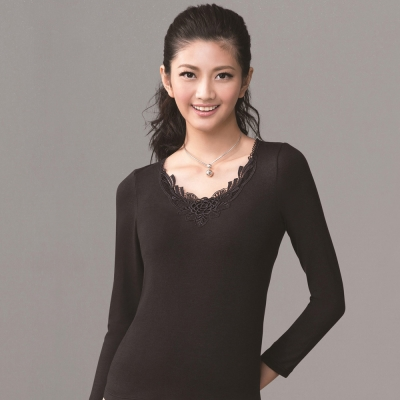 華歌爾 中空纖維保暖衣M-LL 華麗刺繡蕾絲V領片長袖款(時尚黑)