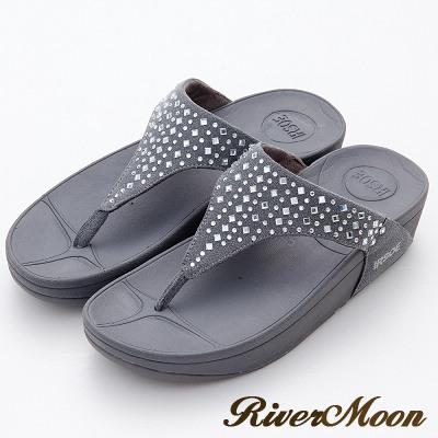 River&Moon菱形晶鑽美體舒壓彈力夾腳涼鞋-品味灰