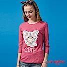 ETBOITE 箱子 BLUE WAY 貓咪追蜜蜂貼布塗鴉七分袖T恤-桃紅