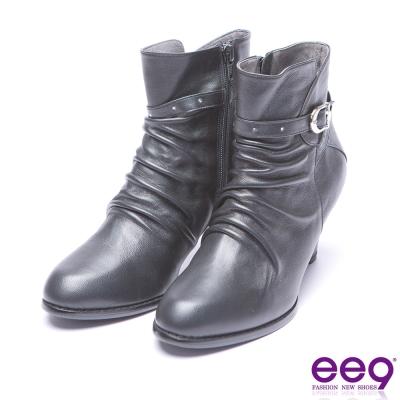 ee9 典雅簡約金屬扣環抓皺素面粗跟短筒靴-黑色