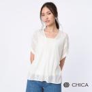 CHICA 氣質女神鏤空雕花落肩上衣(1色)