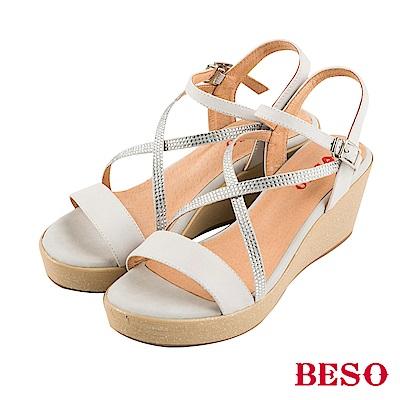 BESO清夏涼感 真皮拼接交叉水鑽露趾楔型涼鞋~白