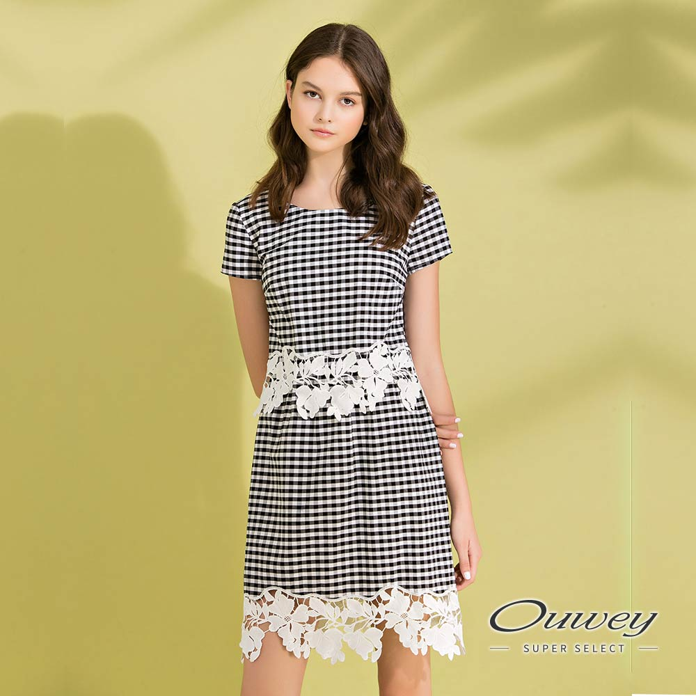 OUWEY歐薇 縷空花卉裝飾剪接格紋洋裝(黑)