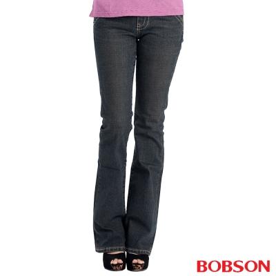 【BOBSON】女款磨破貼口袋伸縮喇叭褲(黑灰77)