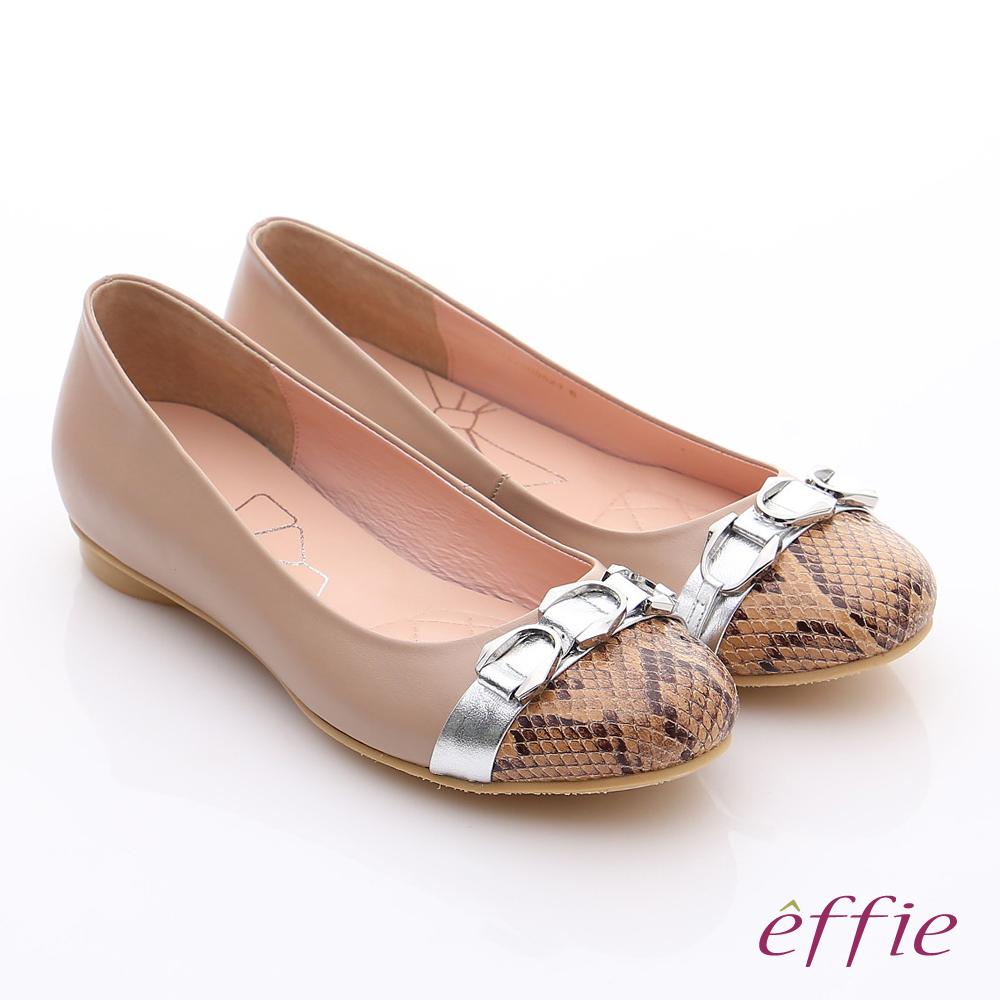 effie 軟芯系列 全真皮拼接金屬飾釦蛇紋平底鞋 卡其
