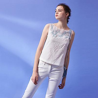 ICHE 衣哲 3D立體提花線條釘珠拼接紡紗無袖設計上衣-白