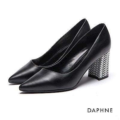達芙妮DAPHNE 高跟鞋-幾何撞色素面尖頭馬蹄粗高跟鞋-黑