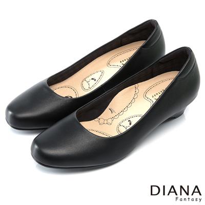 DIANA 漫步雲端布朗尼D款--輕彈舒適OL制鞋-黑