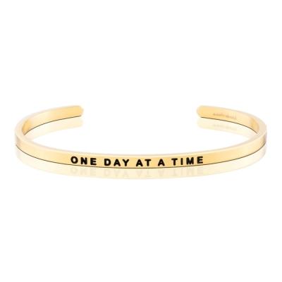 MANTRABAND One Day At A Time 認真過好每一天 金色手環