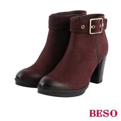 BESO 復古擦舊 雙色擦舊鞋口釦帶粗跟短靴~酒紅