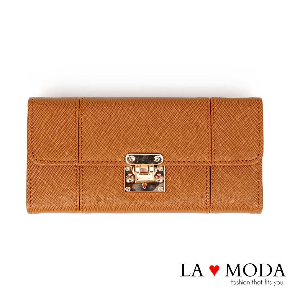 La Moda設計感滿點特殊翻釦防刮十字紋大容量手機包長夾(棕)