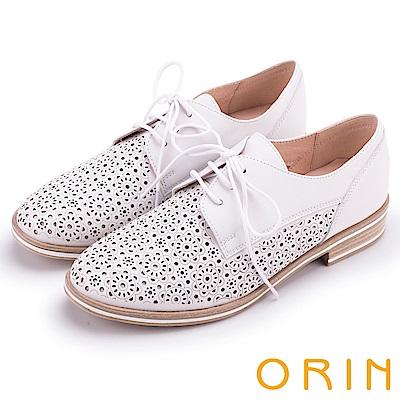 ORIN 復古潮流 簍空圖騰綁帶牛津休閒鞋-白色