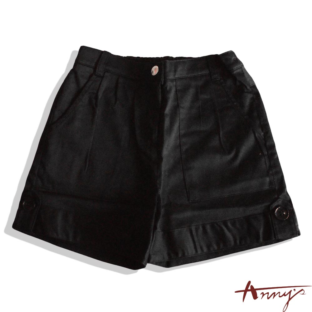 素面壓褶大鈕扣造型短褲*2322黑