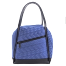 ISSEY MIYAKE 三宅一生皮革邊飾褶紋肩背包(小/靛藍)