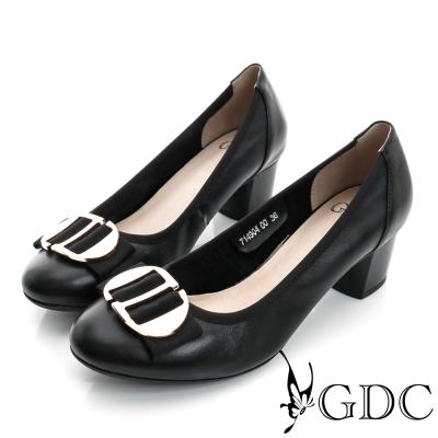GDC-都會時尚金屬飾扣圓頭柔軟真皮粗低跟鞋-黑色