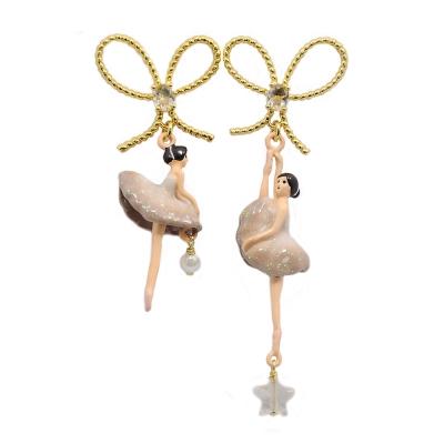 Les Nereides 優雅芭蕾舞女孩系列 水鑽蝴蝶結白色珍珠裸粉色女孩耳環 針式