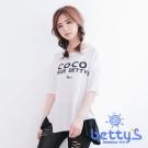 betty's貝蒂思 圓領字母印花下擺不修邊五分袖T-shirt(白色)