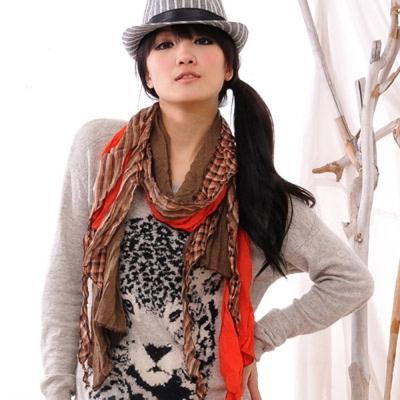 Aimee Toff 韓版流線多層感格紋特色圍巾(紅咖)
