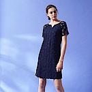 3D精緻蕾絲雕花滾邊簍空拼接氣質A字洋裝-藍