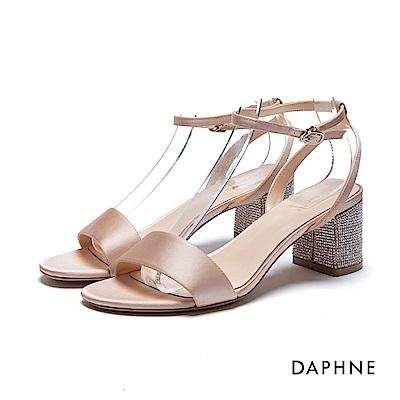 達芙妮DAPHNE 涼鞋-水鑽粗跟緞面一字涼鞋-杏