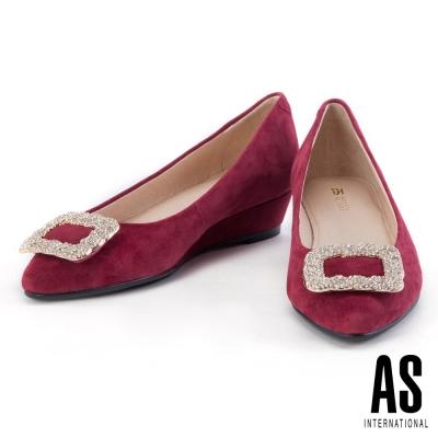 低跟鞋 AS 經典方鑽釦飾羊麂皮尖頭楔型低跟鞋-紅