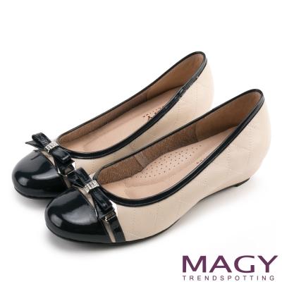 MAGY通勤百搭經典鑽飾牛皮氣質蝴蝶結低跟鞋藍色