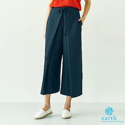 earth music 特色打摺剪裁寬褲