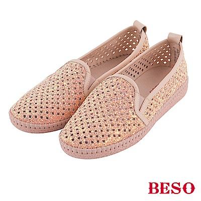 BESO 時髦炫彩 金蔥閃耀簍空雕花休閒鞋~粉