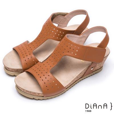 DIANA 樂活休閒--寬版沖孔真皮厚底楔形涼鞋 – 棕