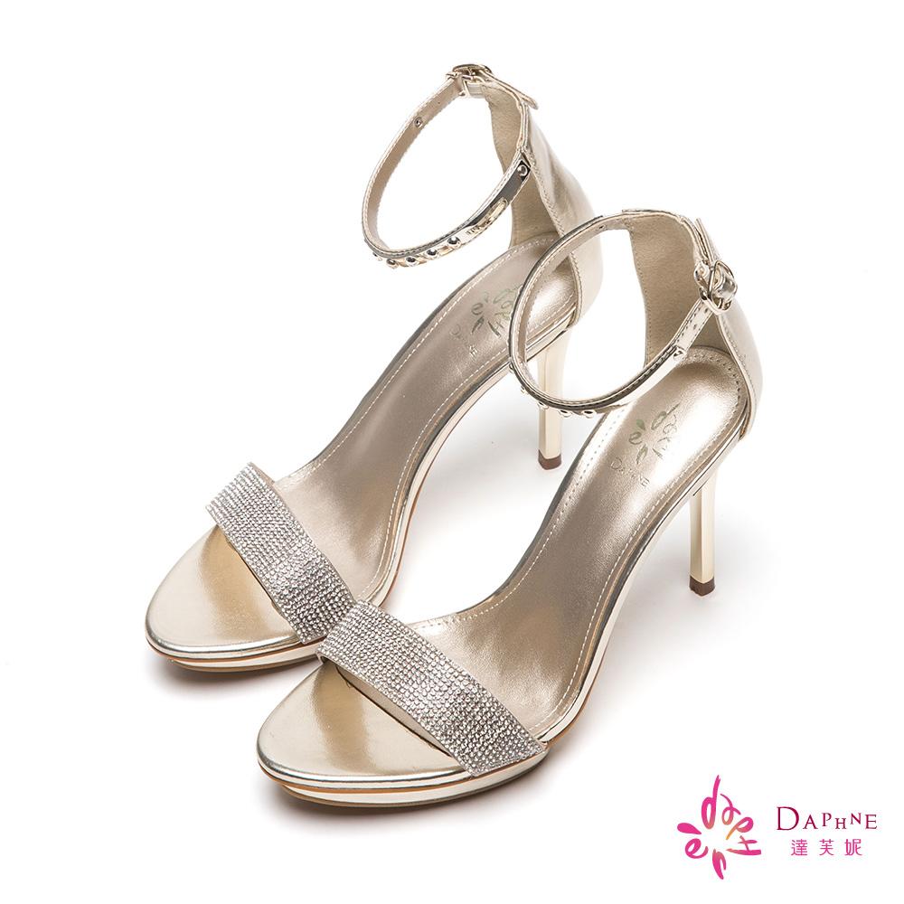 達芙妮DAPHNE 仲夏星空水鑽一字帶金屬飾片高跟涼鞋-閃耀金8H