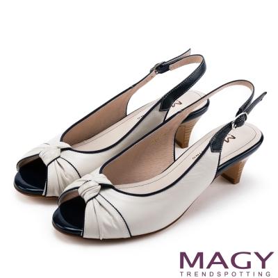 MAGY 優雅名媛 扭結交叉鞋面魚口羊皮低跟鞋-米白