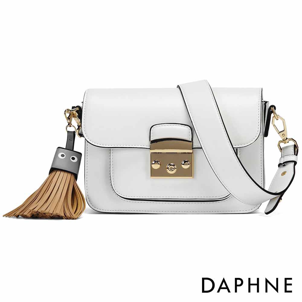 達芙妮DAPHNE-方塊表情流蘇寬背帶小方包-白