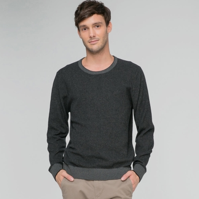 GIORDANO男裝素色純棉圓領套頭針織衫-04-深花灰x標誌黑