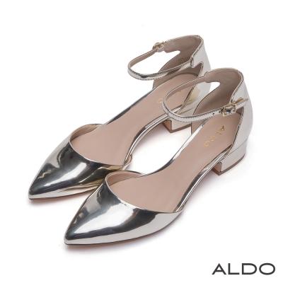 ALDO-復古時尚風金屬釦帶繫踝尖頭粗跟鞋-名媛金色