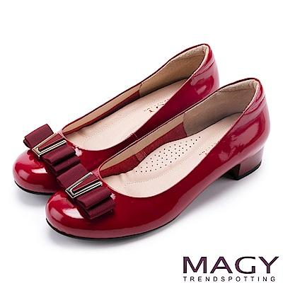 MAGY OL通勤專屬 特殊造型釦+織帶蝴蝶結低跟鞋-紅色