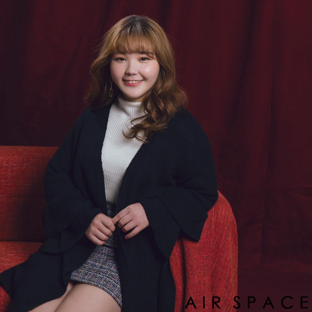 AIR SPACE PLUS 中大尺碼 層次荷葉袖長版開襟針織外套(黑)