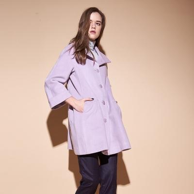 Chaber巧帛 質感暖時尚羊毛翻領寬袖長版造型外套-紫