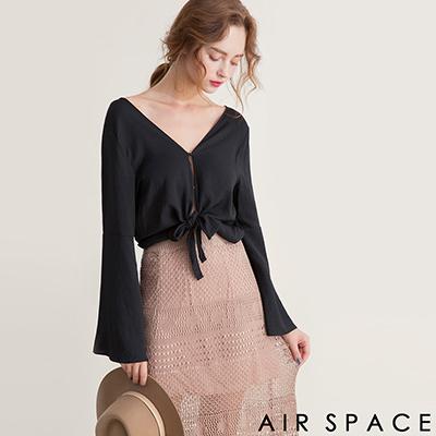 AIR SPACE 2WAY素色綁帶喇叭寬袖上衣(黑)