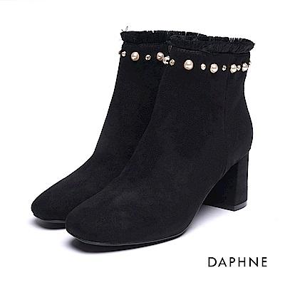 達芙妮DAPHNE 短靴-珍珠鑽飾流蘇絨布方頭粗跟踝靴-黑