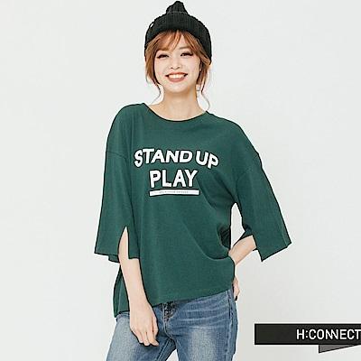 H:CONNECT 韓國品牌 女裝-袖口小開岔印字T-Shirt-綠 - 動態show