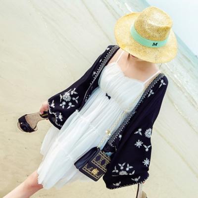 中大尺碼-刺繡寬袖蕾絲罩衫La-Belleza