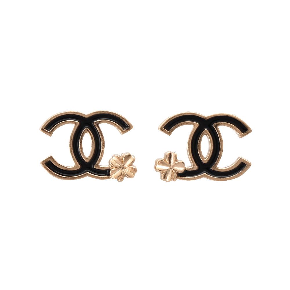 CHANEL 經典小香LOGOX花朵系列穿式耳環(黑X金)