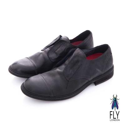 Fly London(男) 自由派 無帶直套牛皮直套皮鞋 - 無痕黑
