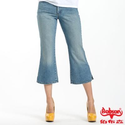 BOBSON 女款低腰刷洗八分小喇叭褲(藍104-58)